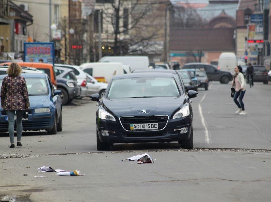 Через будівництво на Швабській діти виходять на дорогу, а водії порушують ПДР: фоторепортаж, фото-16