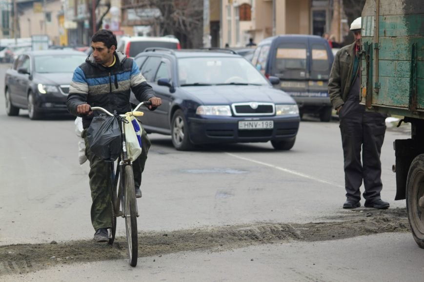 Через будівництво на Швабській діти виходять на дорогу, а водії порушують ПДР: фоторепортаж, фото-15