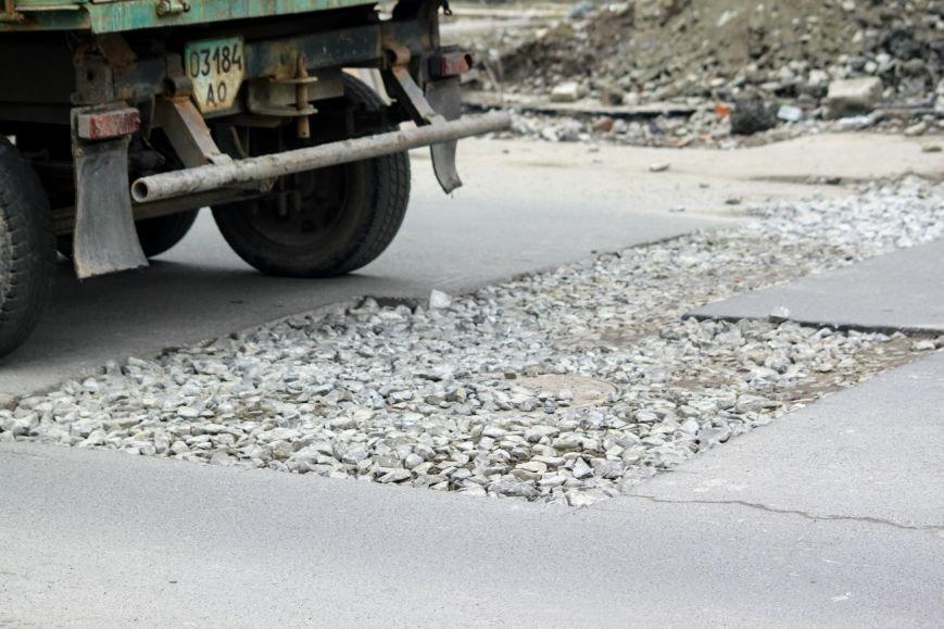 Через будівництво на Швабській діти виходять на дорогу, а водії порушують ПДР: фоторепортаж, фото-12
