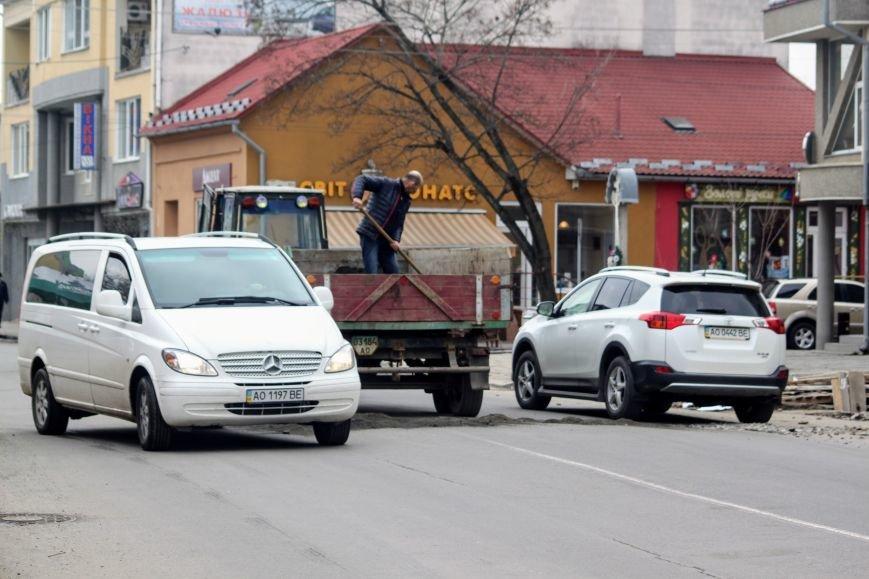 Через будівництво на Швабській діти виходять на дорогу, а водії порушують ПДР: фоторепортаж, фото-13