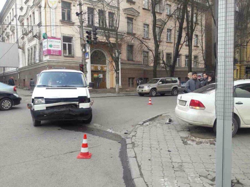 Развороченные авто: в Днепре столкнулись две иномарки (ФОТО), фото-2