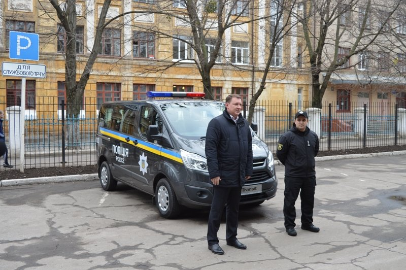 Мэр Краматорска вручил полицейским ключи от современного автомобиля, фото-1