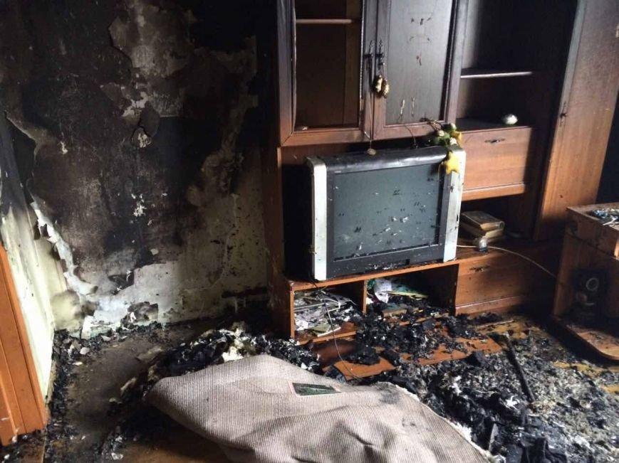 Як 10 ужгородських вогнеборців гасили пожежу у квартирі на Минайській, спричиненою цигаркою: фото, фото-2