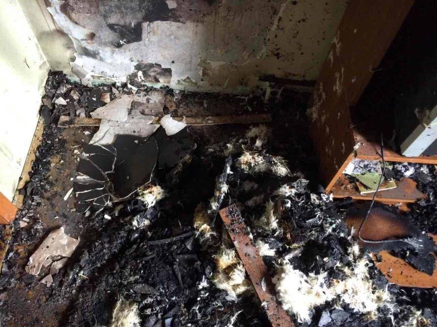 Як 10 ужгородських вогнеборців гасили пожежу у квартирі на Минайській, спричиненою цигаркою: фото, фото-3
