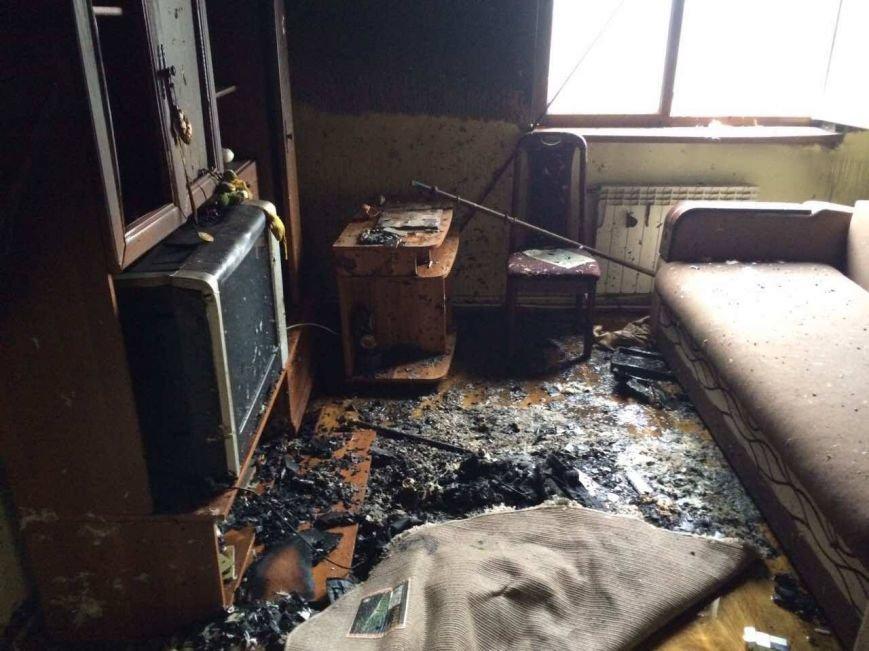 Як 10 ужгородських вогнеборців гасили пожежу у квартирі на Минайській, спричиненою цигаркою: фото, фото-1