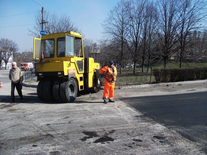 Из-за ремонта дороги на проспекте Аношкина перекрыто движение, фото-2