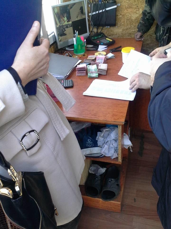 В Херсоне ликвидируют нелегальную АЗС, выручка которой за 4 дня составила почти 60 тыс. гривен (фото), фото-1