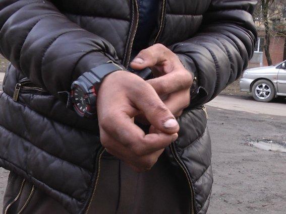 Хлопці били, а дівчина стояла на варті: в Ужгороді затримали серійних вуличних грабіжників (ФОТО, ВІДЕО), фото-1