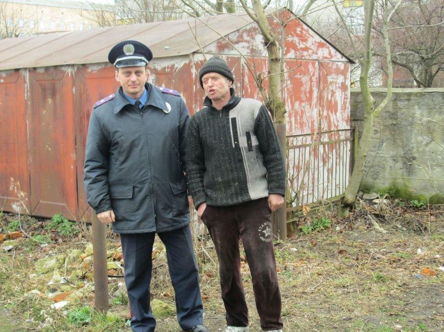 Небезпека поряд: У житловому кварталі Новограда-Волинського виявили снаряд (ФОТО, ВІДЕО), фото-1