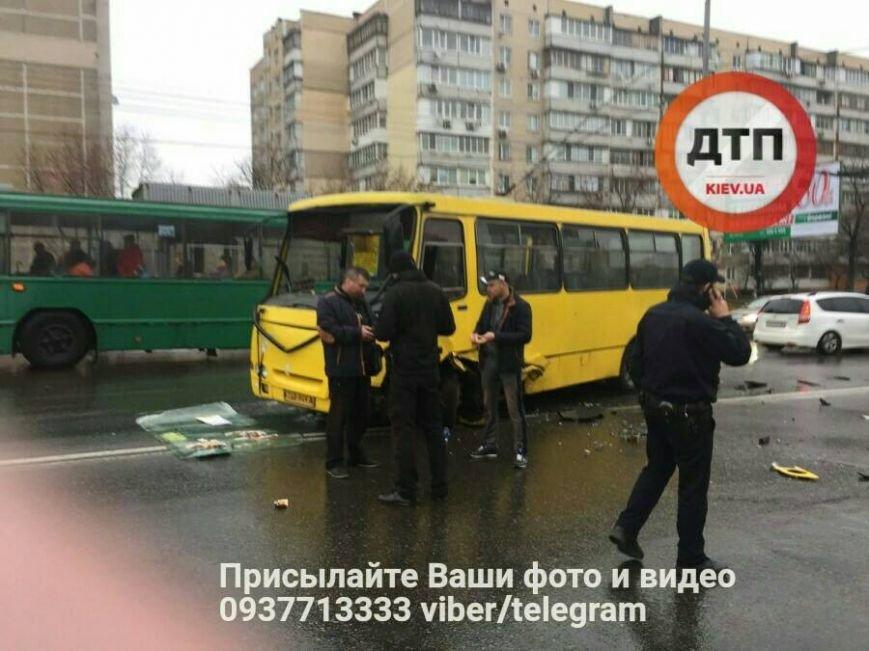 Лобовое столкновение: на Троещине авто влетело в маршрутку (ФОТО), фото-2