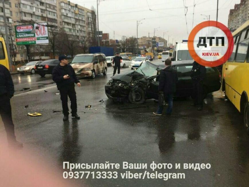 Лобовое столкновение: на Троещине авто влетело в маршрутку (ФОТО), фото-3