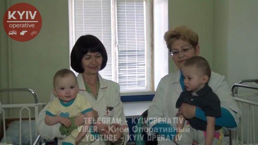 В Киеве нашли мать, которая бросила 2 малышей на улице (ФОТО), фото-1
