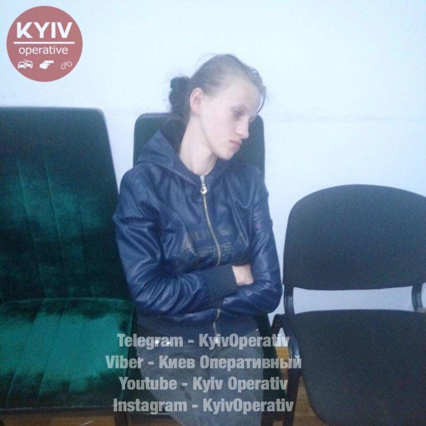 В Киеве нашли мать, которая бросила 2 малышей на улице (ФОТО), фото-2