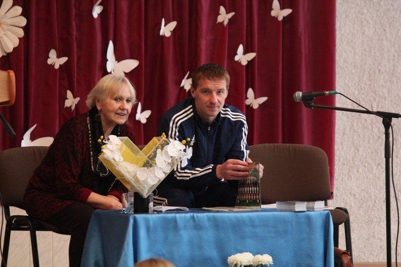 """Защитник """"Нафтана"""" и писательница провели для новополоцких школьников урок белорусского языка. ФОТО, фото-3"""
