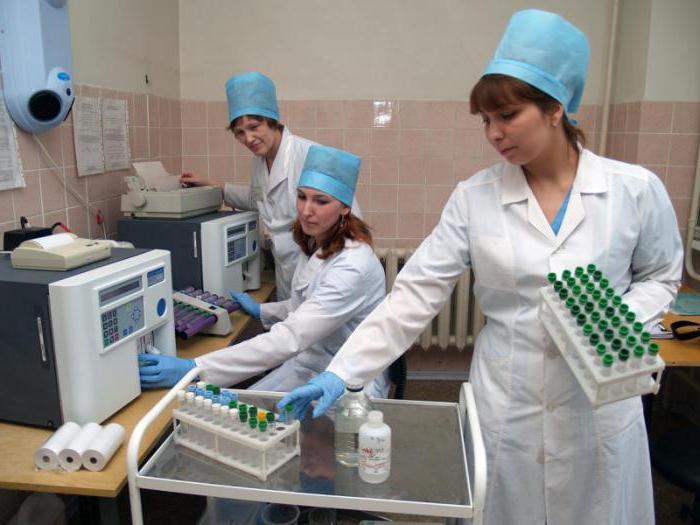 Депутати хочуть підняти посадові оклади медичних працівників на Закарпатті, фото-1