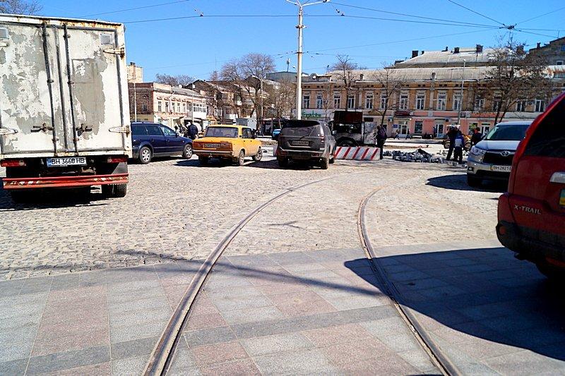 Одесситы превратили отремонтированную площадь в парковку (ВИДЕО, ФОТО), фото-2