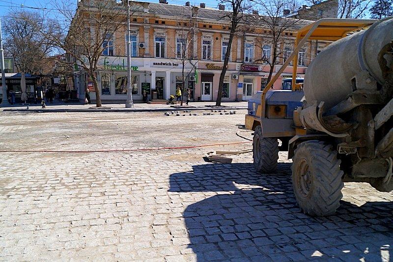 Одесситы превратили отремонтированную площадь в парковку (ВИДЕО, ФОТО), фото-9