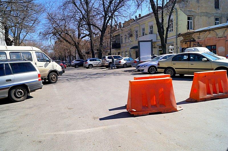 Одесситы превратили отремонтированную площадь в парковку (ВИДЕО, ФОТО), фото-14