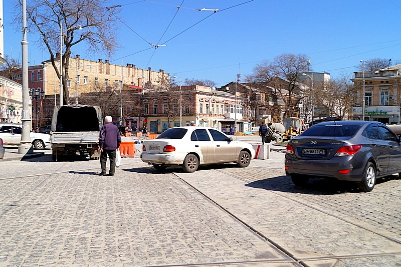 Одесситы превратили отремонтированную площадь в парковку (ВИДЕО, ФОТО), фото-5