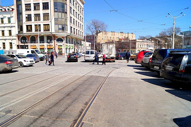 Одесситы превратили отремонтированную площадь в парковку (ВИДЕО, ФОТО), фото-1
