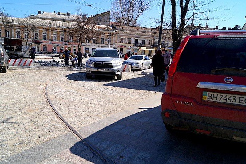 Одесситы превратили отремонтированную площадь в парковку (ВИДЕО, ФОТО), фото-3