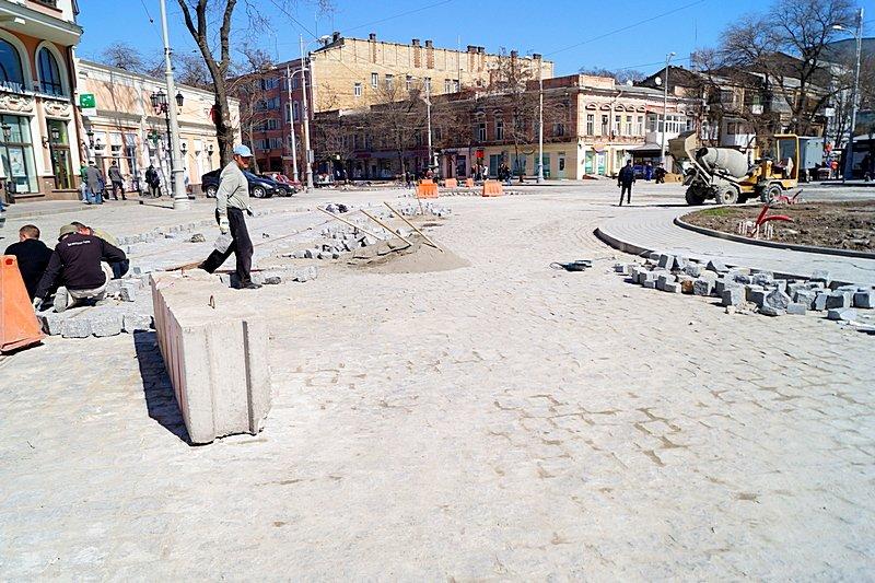 Одесситы превратили отремонтированную площадь в парковку (ВИДЕО, ФОТО), фото-7