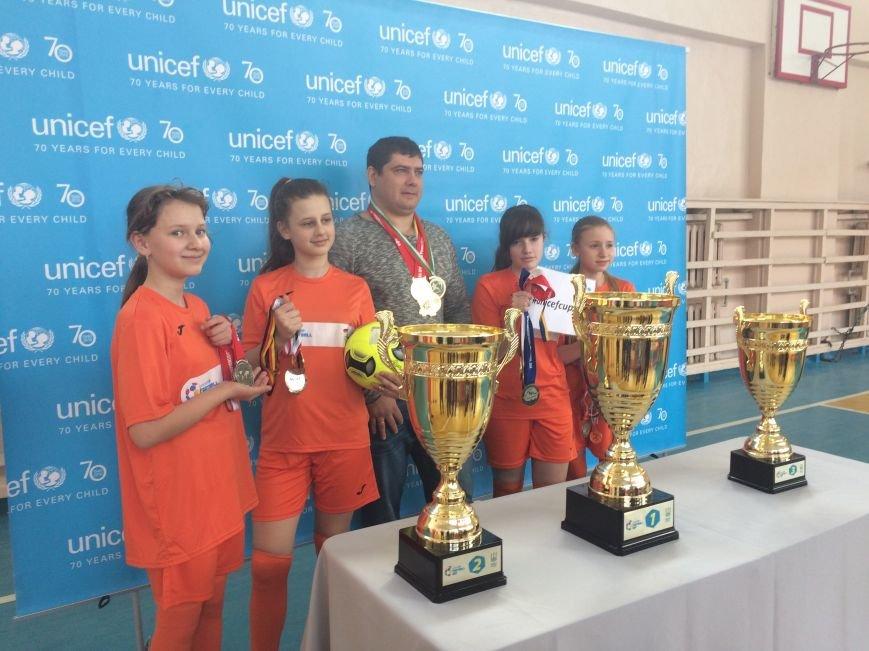 В Краматорск приехали Трофеи Футбольного клуба ЮНИСЕФ, фото-2