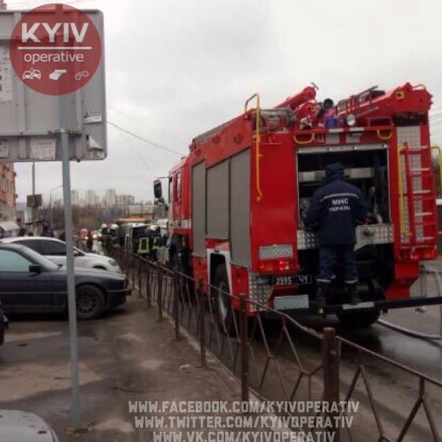 В Киеве перевернулась маршрутка, есть пострадавшие (ФОТО), фото-1