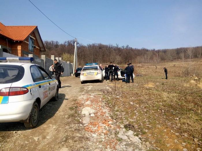 В Ужгороді поліцейські охорони на гарячому затримали підлітків, які обікрали новобудову: фото, відео, фото-2