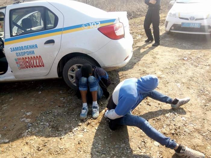 В Ужгороді поліцейські охорони на гарячому затримали підлітків, які обікрали новобудову: фото, відео, фото-1