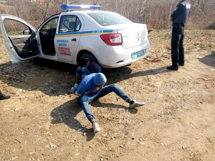 В Ужгороді поліцейські охорони на гарячому затримали підлітків, які обікрали новобудову: фото, відео, фото-8