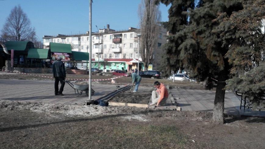 """В парку """"Юність"""" заново кладуть тротуарну плитку (ФОТО), фото-2"""