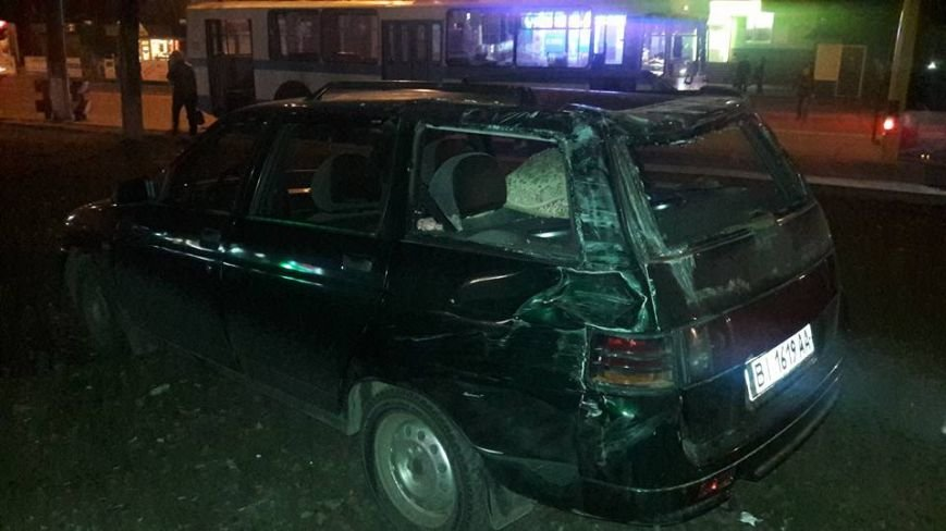 У Кременчуці на Молодіжному сталася масштабна ДТП: зіткнулося 4 автівки, є постраждалі (ВІДЕО), фото-4