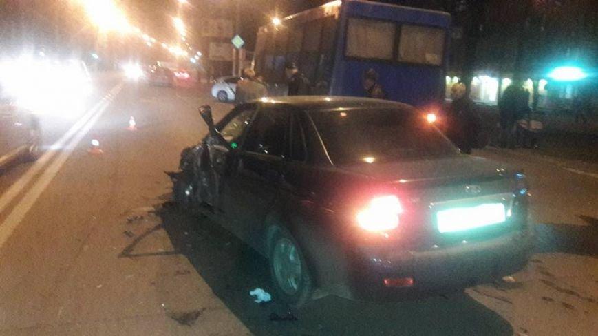 У Кременчуці на Молодіжному сталася масштабна ДТП: зіткнулося 4 автівки, є постраждалі (ВІДЕО), фото-2