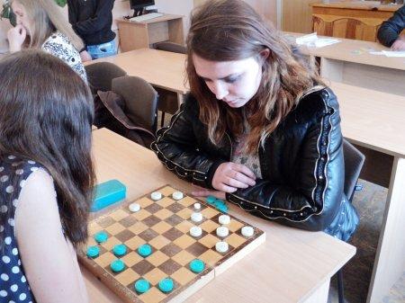 Студенти Новоград-Волинського медичного коледжу взяли участь в міських змаганнях з шашок, фото-1