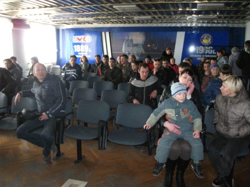 В Каменском работники ДМК требуют у руководства выплатить им всю зарплату, фото-10