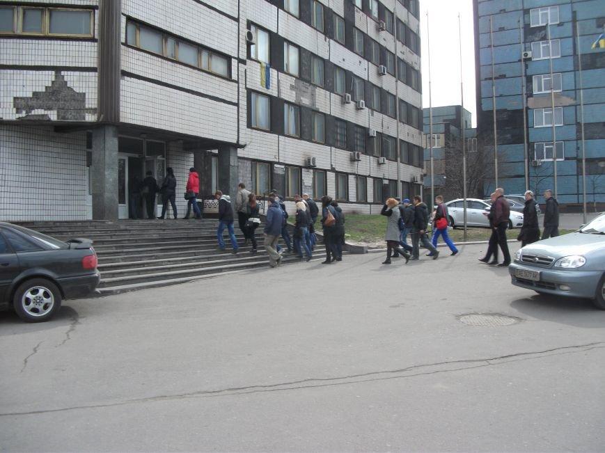 В Каменском работники ДМК требуют у руководства выплатить им всю зарплату, фото-5