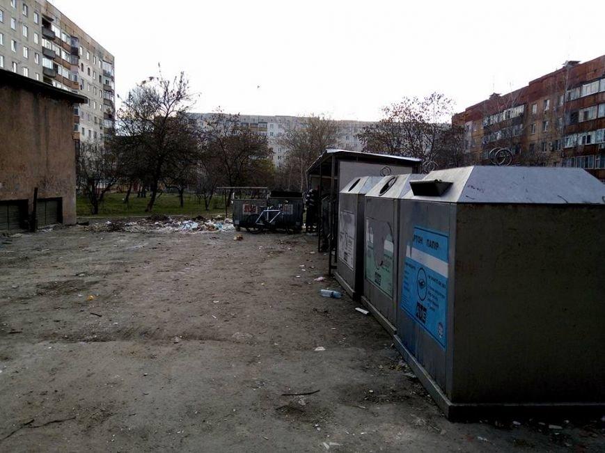 На вулиці Годинки ужгородці викидають сміття поза сміттєві баки: фото, фото-4