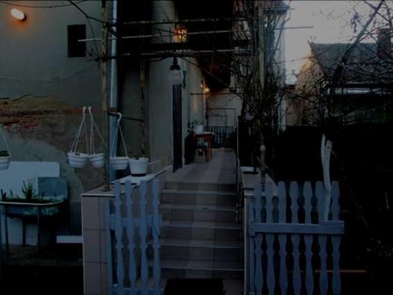 У Мукачеві бандити увірвалися у будинок, побили господарів і забрали телефони: фото, фото-2
