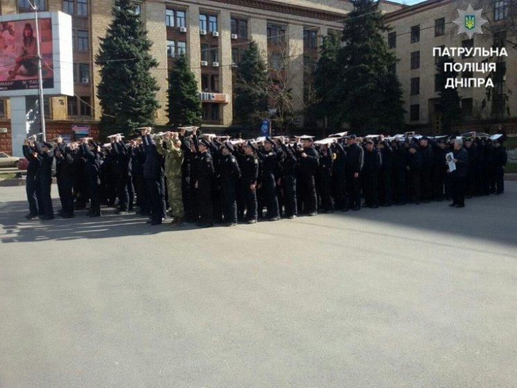 В Днепре патрульные выстроились в огромный трезубец (ФОТО), фото-1