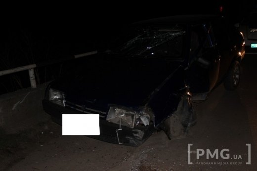 """У Мукачеві водій на """"Жигулях"""" поблизу замку врізався у опору: фото, фото-2"""