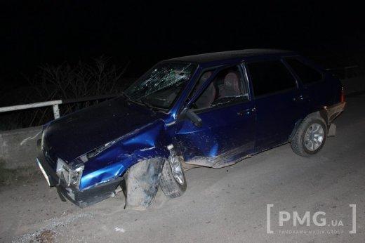 """У Мукачеві водій на """"Жигулях"""" поблизу замку врізався у опору: фото, фото-1"""