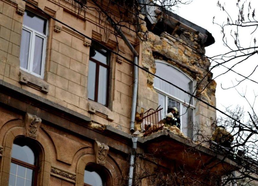 Спасатели в центре Одессы обвалили остатки обрушившегося карниза (ФОТО), фото-4