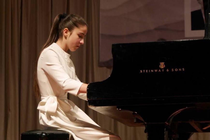В Ужгороді змагалися піаністи з України, Словаччини, Угорщини та Німеччинни: фоторепортаж, фото-1