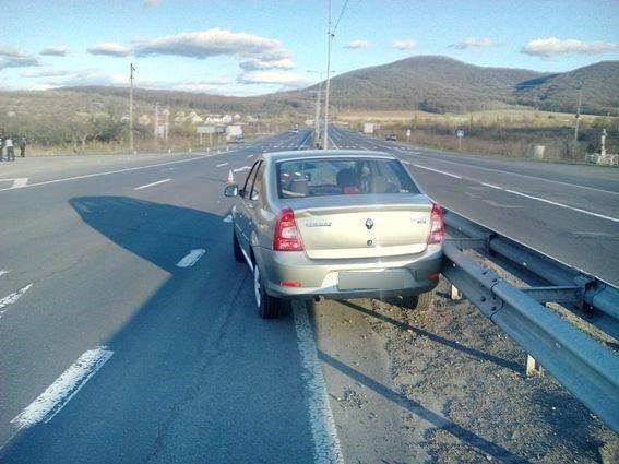 """На пішохідному переході траси Ужгород-Мукачево водій на """"Рено"""" збив 23-річну дівчину: фото, фото-2"""
