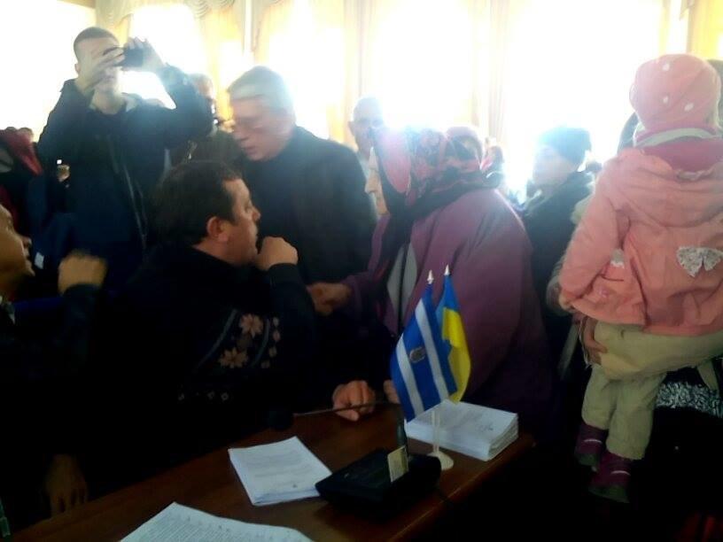 Заведенные херсонцы на сесии горсовета чуть не набросились на депутатов (фото), фото-2