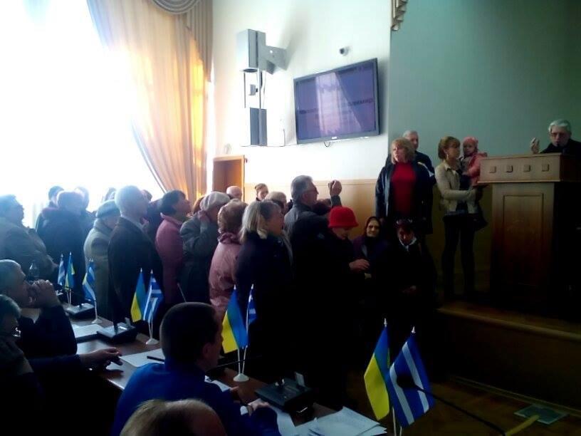 Заведенные херсонцы на сесии горсовета чуть не набросились на депутатов (фото), фото-1