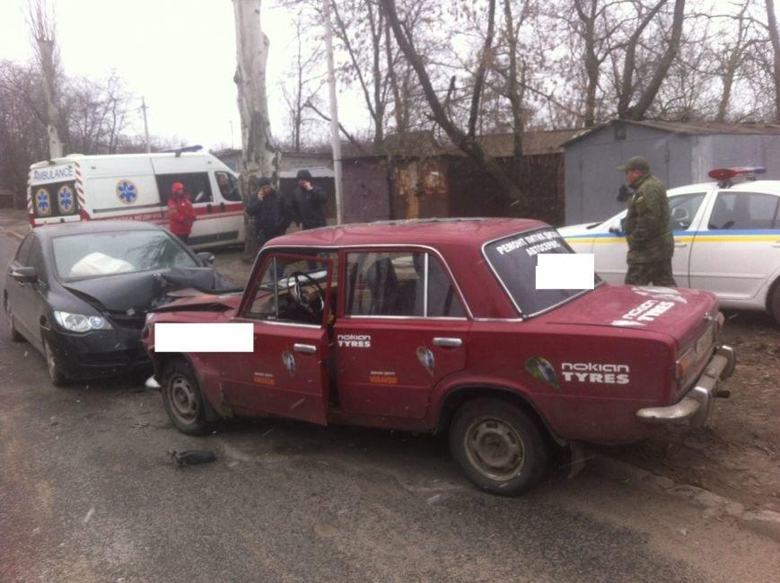 В Покровске лоб в лоб столкнулись два автомобиля: есть пострадавшие, фото-2