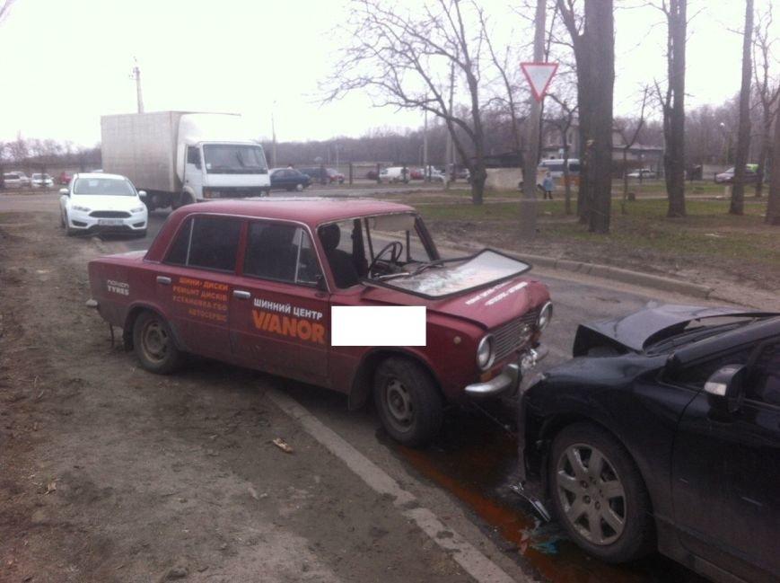 В Покровске лоб в лоб столкнулись два автомобиля: есть пострадавшие, фото-1