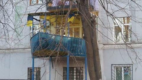 Эпичный балконьер: в центре Киева появилось судно-балкон, фото-1